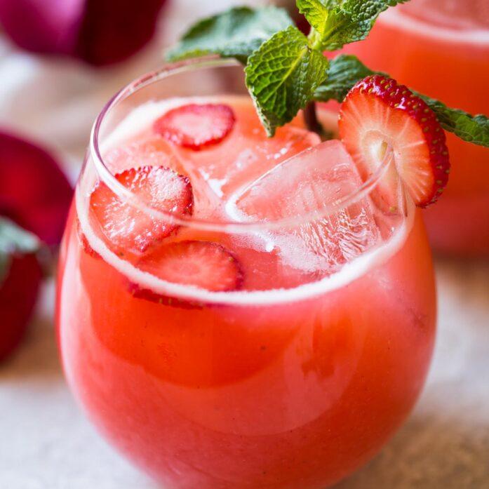Refreshing-Homemade-Strawberry-Lemonade-6